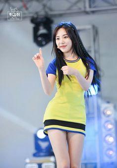dedicated to female kpop idols. Kpop Outfits, Korean Outfits, Aoa Elvis, Korean Girl Groups, South Korean Girls, Kwon Mina, Dramas, Girl Bands, Korean Celebrities