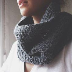 Very simple crochet snood. Pattern tuto available here :  https://drive.google.com/file/d/0B-oifUK1KTVINE1YQWtrZmZWMXc/edit?usp=sharing