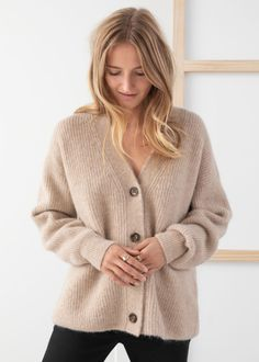 Loose slouchy fit alpaca and wool blend cardigan with three button closures, a deep v-cut neckline and ribbed finishing. Longer loose fitLength of cardigan: / (size Model wears: EU UK US 4 / Small Oversized Cardigan Outfit, Beige Cardigan, Cardigan Outfits, Wool Cardigan, Angora Sweater, Winter Sweaters, Sweater Weather, Straight Trousers, Kurt Geiger