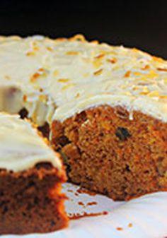 """Pastel de zanahoria y piña con cobertura de queso crema-Esta receta seguro que le pone un """"twist"""" al pastel de zanahoria. Con el sabor a piña y su cobertura de queso crema, este pastel deleitará a todos."""