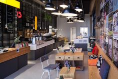 Coffee Company has recently opened a new Oosterdok location with a decidedly third wave spin. And wow, is it a beautiful cafe to look at.