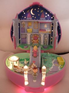 Polly Pocket <3 This was the best one bc it lit up I so had this even found an old polly pocket girl out in the garden in the dirt by my fish grave haha 2012 lol
