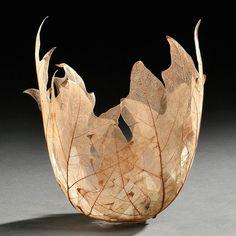 Les sculptures délicates en feuilles mortes de Kay Sekimachi