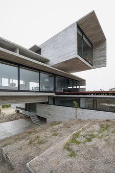 Casa Golf by Luciano Kruk Arquitectos