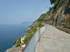 Riomaggiore, Liguria Italia (Luglio) Riomaggiore, Sidewalk, Side Walkway, Walkway, Walkways, Pavement