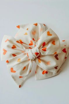 Ella | Hand Tied Bow - Neutral Hearts - Little Wonders Co. Vintage Hair Accessories, Baby Accessories, Newborn Headbands, Baby Girl Headbands, Selling Handmade Items, Baby Hair Bows, Making Hair Bows, Little Girl Fashion, Girls Bows