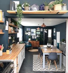 These navy walls! 😍❤ These navy walls! Home Design, Küchen Design, Design Ideas, Design Trends, Home Decor Kitchen, Interior Design Living Room, Home Kitchens, Kitchen Ideas, Kitchen Themes