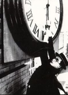 """Harold Lloyd in """"Safety Last"""" (1923) directed by Fred C. Newmeyer"""