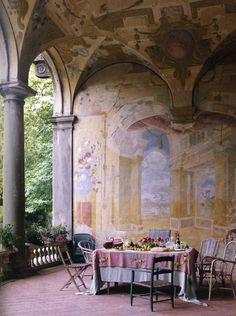 Villa Torrigiann, Lucca Italy, fresco, late 17th century Walls by Florence de Dampierre with photographs by Tim Street-Porter and Pierre Estersohn (Rizzoli Books).  (via The Curated Object)