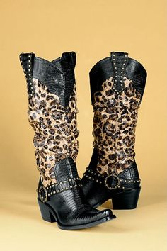 leopard print cowboy boots - with the right outfit these would be amazing Cute Boots, Sexy Boots, Western Wear, Western Boots, Animal Print Fashion, Animal Prints, Leopard Prints, Cheetah Print, Mode Country