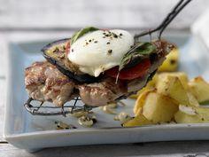 Überbackene Kalbsschnitzel - mit Aubergine und Mozzarella - smarter - Kalorien: 317 Kcal - Zeit: 30 Min. | eatsmarter.de