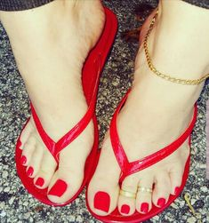 Pin by Rodney Delphin on Beautiful toes Pretty Toe Nails, Cute Toe Nails, Pretty Toes, Feet Soles, Women's Feet, Pies Sexy, Red Toenails, Foot Pedicure, Pedicure Manicure