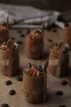 Cremoso de queso, chocolate y café {by Paula, Con las Zarpas en la Masa} Mini Desserts, Sweet Desserts, Chocolate Desserts, Sweet Recipes, Dessert Recipes, Chocolate Pictures, Love Chocolate, Dessert In A Jar, Dessert Table