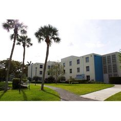 It's time to get back to our tour of campus. Here is post #7 of Lynn University's Instagram Campus Tour. Trinity Residence Hall is a three story building with double occupancy rooms! #dorm #campus