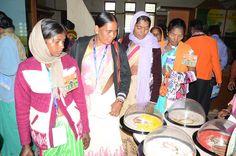 छत्तीसगढ़ साइंस सेंटर में जशपुर जिले का पंच-सरपंचों ने देखी विज्ञान के अद्भुत प्रयोगों की प्रदर्शनी. देश विदेश के प्रख्यात वैज्ञानिकों द्वारा किए गए अविष्कारों के माडल से उसे देखने समझने में आसानी होती है. बस्तर के वाद्य यंत्रों की मधुर आवाज सुनकर वे आनन्दित हुए. महिला प्रतिनिधियों ने पारम्परिक आभूषणों का अवलोकन किया.