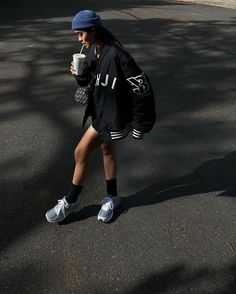 Look Fashion, Fashion Beauty, Birthday Wishlist, Kpop Fashion Outfits, How To Pose, Riding Helmets, Poses, Photoshoot, Sweatshirts
