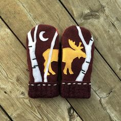 Moose in the Moonlight - Alaska Mittens Vintage Jewelry Crafts, Diy Jewelry, Jewelry Making, Sewing Crafts, Sewing Projects, Sweater Mittens, Beadwork Designs, Recycled Sweaters, Wool Felt