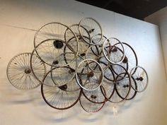 Bicycle wheel wall art art 32 Recycled Bike Into An Amazing Arts & Design Bicycle Decor, Bicycle Art, Bicycle Design, Diy Wall Art, Wall Art Decor, Bike Decorations, Bike Craft, Bike Room, Bicycle Wheel