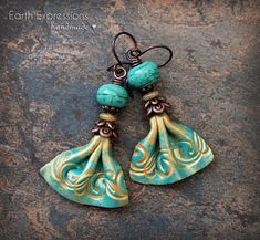 Style skirts Wavy skirt, clay and lampwork artisan earrings. Boho very lightweight. Fabric style clay charms Wavy skirt clay and lampwork artisan earrings. Boho very Bohemian Jewelry, Jewelry Art, Jewelry Design, Jewellery, Polymer Clay Crafts, Polymer Clay Earrings, Paperclay, Clay Charms, Leather Jewelry