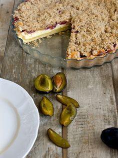 Pradobroty: Linecký koláč plný tvarohu se švestkami a drobenkou