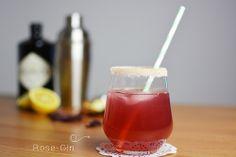 Yummy cocktail recipe: Gin with rose sugar.   Ein leckeres Rezept für einen sommerlichen Cocktail: Rosen-Gin.