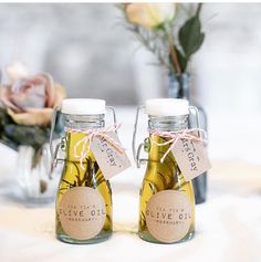 Oil is a great and nice to pack guest gift. Classic and chic . Oil is a great and nice to pack guest gift. Classic and chic! – Oil is always a good idea for a special wedding favor. : Ria Mishaal via Bridal Musings # Wedding Favors And Gifts, Wedding Tokens, Creative Wedding Favors, Inexpensive Wedding Favors, Cheap Favors, Rustic Wedding Favors, Best Wedding Gifts, Guest Present Wedding, Wedding Programs