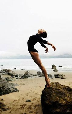 Yoga is a sort of exercise. Yoga assists one with controlling various aspects of the body and mind. Yoga helps you to take control of your Central Nervous System Ballet Inspired Fashion, Ballet Fashion, Yoga Posen, Lets Dance, Jolie Photo, Dance Art, Yoga Dance, Jazz Dance, Praise Dance