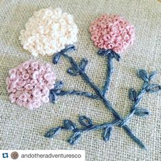 how to do french knots embroidery French Knot Embroidery, Hand Embroidery Flowers, Diy Embroidery, Embroidered Flowers, Cross Stitch Embroidery, Embroidery Patterns, Handkerchief Embroidery, French Knot Stitch, French Knots