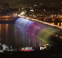 Moonlight Rainbow Fountain: Banpo Bridge