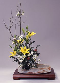 いけばな・華道 創美流:木瓜、透百合、小菊、椿