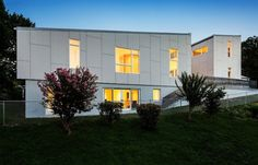 10 Degree House by Howeler + Yoon Architecture