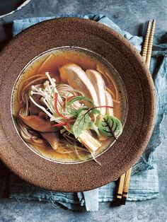 japanese chicken and mushroom soba noodle soup – homemade Japanese Soba Noodles, Japanese Chicken, Japanese Mushroom Soup, Fried Vegetables, Slow Cooker Soup, Recipes From Heaven, Noodle Soup, Asian Recipes, Japanese Recipes