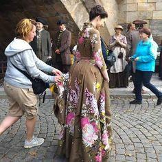 "Italian Outlanders on Instagram: ""#CaitrionaBalfe ~ #BehindTheScenes pic from #OutlanderSeason2 . #Outlander #OutlanderStarz #OutlanderSeries #ViveLesFrasers #ClaireFraser"""