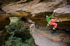 I have never bolted a route but if I ever bolt one I wish it would look like this project of Chris Coppard at the Pterodactyl cave in the Blue Mountains. And then of course I would have to hire Chris as my fashion advisor.