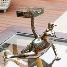 真鍮でできたセクシーカエルのカードホルダー