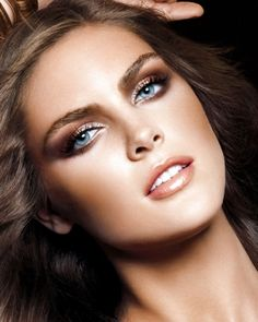 Copper Makeup for Blue Eyes is the perfect way to make blue eyes pop.  The copper color is the metal equivalent to orange which is the opposite color to blue