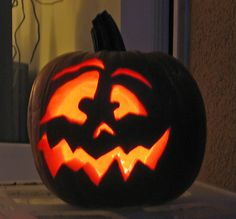 Interesting Pumpkin Carving Ideas for Halloween - Gravetics - - Pumpkin carvings are fun. Get along with your family and friends and carve the best designs ever. Check the gallery for more such pumpkin carving ideas for Halloween. Halloween Pumpkin Stencils, Scary Pumpkin Carving, Halloween Pumpkin Designs, Amazing Pumpkin Carving, Pumpkin Art, Pumpkin Ideas, Citouille Halloween, Mascaras Halloween, Scary Halloween Pumpkins
