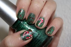 Nail Art: Candy Canes