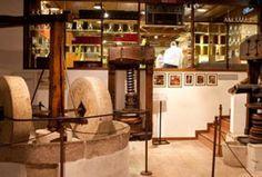 Het olijfolie-museum in bardolino laat de verschillende stadia van de productie van olijfolie zien, met historische instrumenten en documenten.
