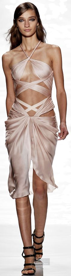 Reem Acra.Spring Summer 2015.Worn by J.Lo at the 2014 AMA's Nov. 23, 2014! AMAZING