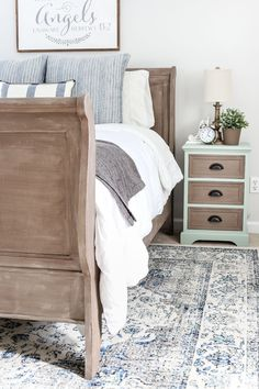 Painted Weathered Wood Bed Makeover - All For Decoration Bedroom Furniture Makeover, Painted Bedroom Furniture, Apartment Furniture, Cheap Furniture, Furniture Stores, Furniture Outlet, Bedroom Decor, Discount Furniture, Furniture Nyc