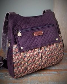Patchwork Bags, Quilted Bag, Jean Purses, Purses And Bags, Colchas Quilting, Thermal Lunch Bag, Denim Tote Bags, Bag Patterns To Sew, Fabric Bags
