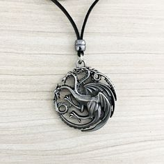 Colar Masculino Couro Pingente Game Of Thrones Game Targaryen mens necklace style fashion cocar brasil