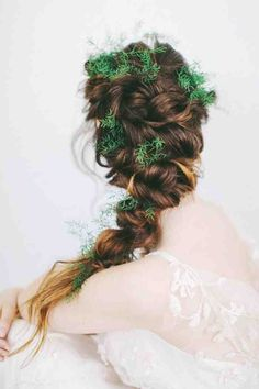 How awesome is this hairstyle?! Swoon. Image via Hair and Makeup by Steph