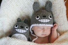 Newborn Crochet Totoro Gift Set En yhtään pahastu, jos Toni sais tämmöset lahjaks :)