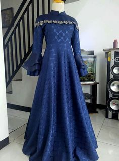 39 Ideas clothes for teens girls dresses dates Dress Brukat, Hijab Dress Party, Dress Pesta, Batik Fashion, Muslim Fashion, Hijab Fashion, Muslim Dress, Indian Gowns, African Fashion Dresses