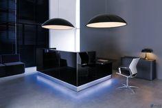 Четкие линии, легкость и белизна придают каждому помещению стиль. Размещенное на нижней кромке белое светодиодное освещение подчеркивает стиль минимализма в мебели и добавляет ей характер.