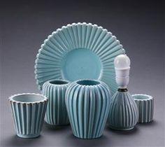 Samling riflet glaseret keramik best. af; Eslau.