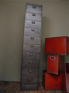 ancien grand meuble 10 casiers industriel a clapet
