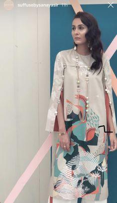 Kurti Sleeves Design, Sleeves Designs For Dresses, Dress Neck Designs, Sleeve Designs, Kurti Designs Party Wear, Kurta Designs, Blouse Designs, Pakistani Fashion Casual, Pakistani Dress Design